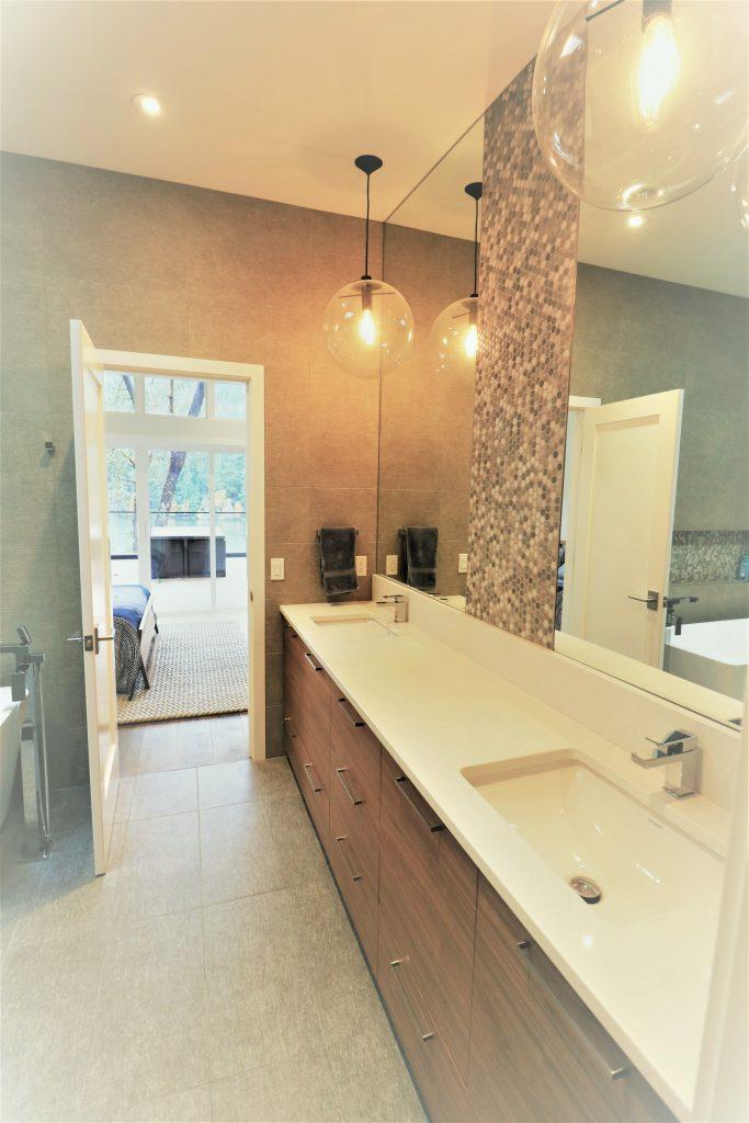 09-guest-bath-5-683x1024